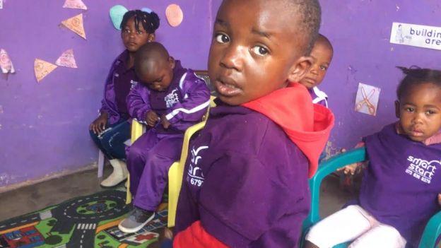 Crianças sul-africanas no projeto SmartStart