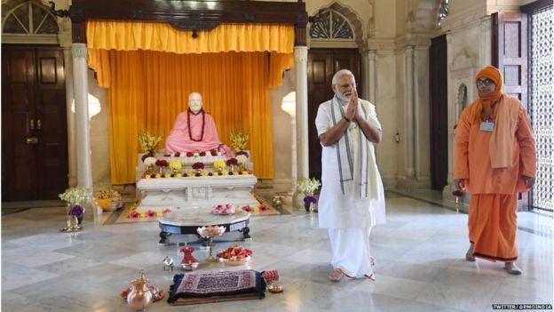बेलूर मठ में पीएम नरेंद्र मोदी