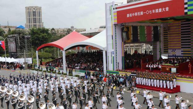 双十节庆典现场,台湾三军乐队表演