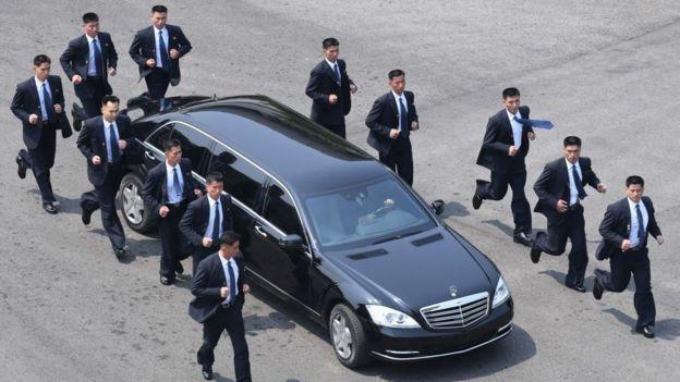 телохранители и машина Кима