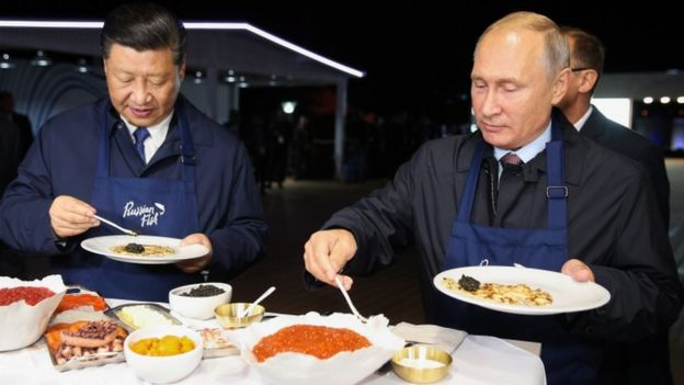 Xi Jinping and Vladimir Putin dine on pancakes