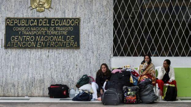 """Desde el pasado fin de semana, los venezolanos deben disponer de un pasaporte """"válido y vigente"""" para ingresar en Ecuador."""