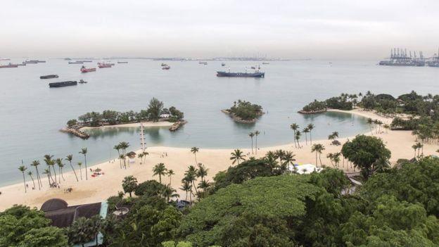 嘉佩樂酒店面外海灘
