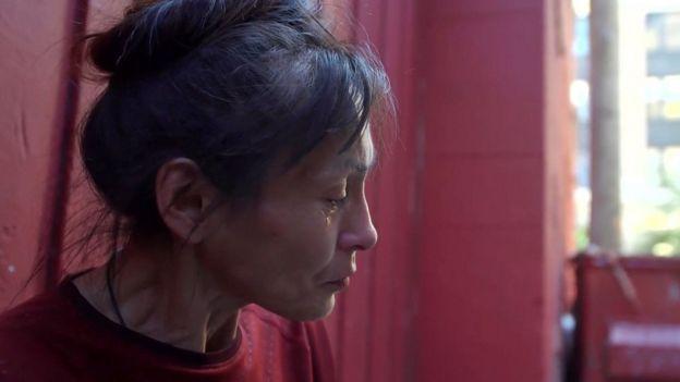 Una mujer adicta a los opioides