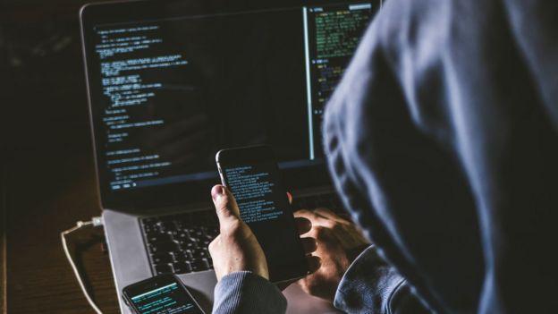Hacker en una computadora