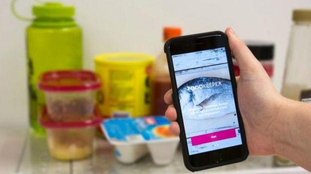 Celular com app Food Keeper