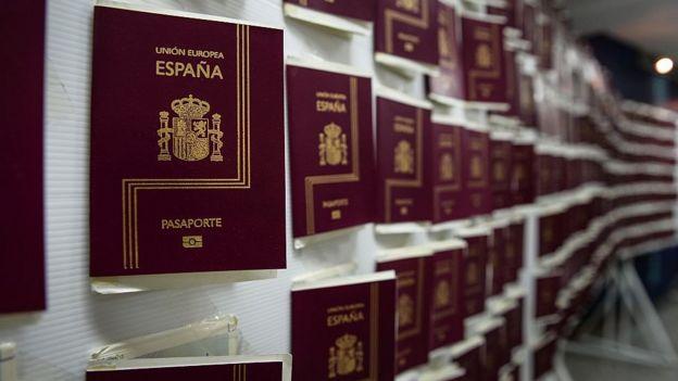 Pasaportes españoles.