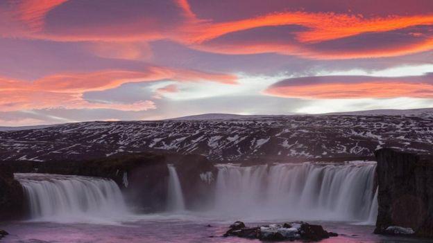 تحظى أيسلندا بكمياتٍ كبيرةٍ من الطاقة الحرارية الأرضية