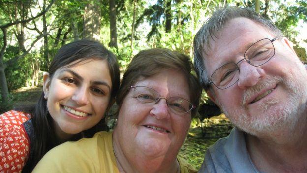 Rebecca, Davina ve Daniel Dixon