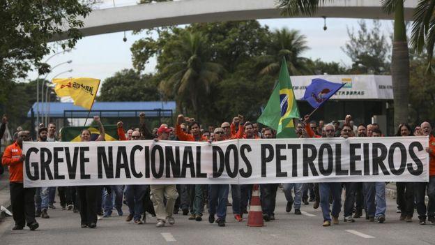 Petroleiros da refinaria Reduc