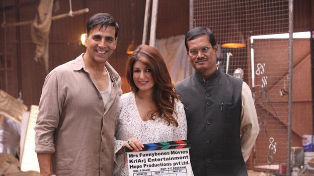 Akshay Kumar, Twinkle Khanna and Arunachalam Muruganantham on set of Pad Man.