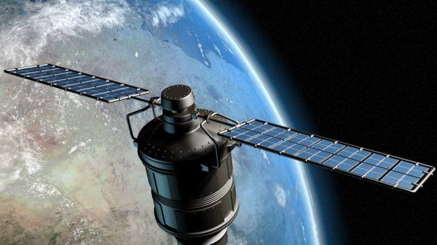 Derechos de autor de la imagen GETTY IMAGES Image caption Aún no está claro si estas constelaciones de satélites serán rentables o si crearán demasiados desechos espaciales.