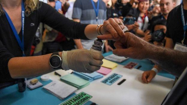 Comienzan a recontar cada acta electoral en Guatemala