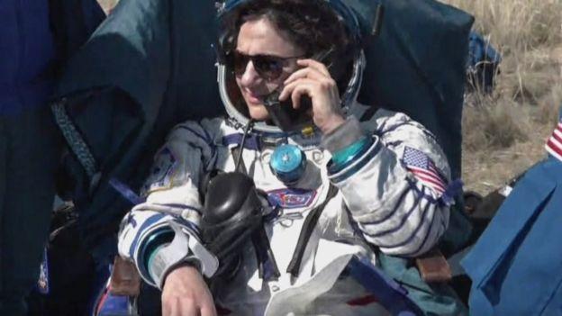 美国宇航员梅厄打电话