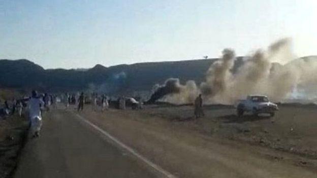معترضان روز شنبه یک جاده منتهی به سرباز را بستند