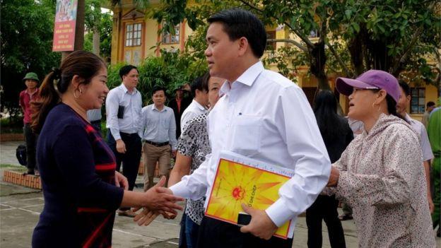 Chủ tịch UBND thành phố Nguyễn Đức Chung về gặp người dân và chính quyền xã Đồng Tâm hôm 22/4