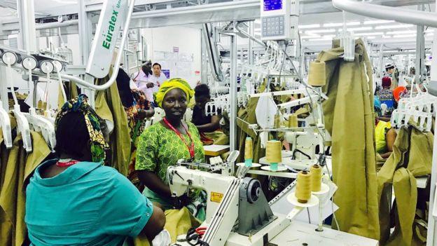 中国企业到坦桑尼亚投资建设的服装厂。