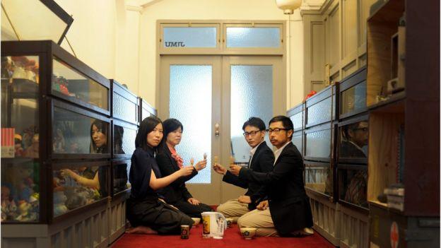 大阪のアンティークショップで開かれた茶会(撮影:明地清恵)