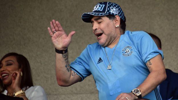 Maradona sufrió como un aficionado más la derrota del Dinamo Brest.