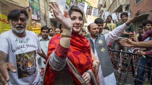 حکمراں جماعت کے ذرائع کے مطابق سابق وزیر اعظم میاں نواز شریف اپنی اہلیہ کلثوم نواز کی عیادت کے لیے لندن جا رہے ہیں اور مریم نواز بھی ان کے ہمراہ ہوں گی۔