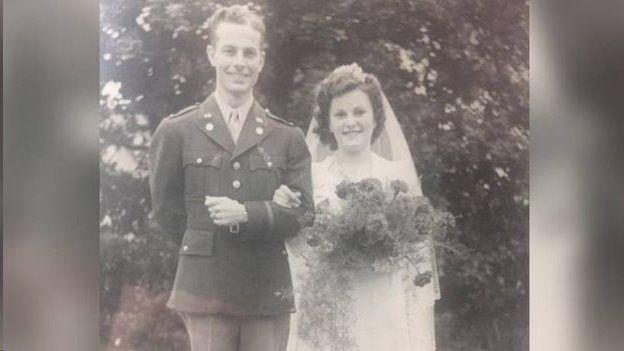 Jim McDermott-Ray McDermott çiftinin düğün fotoğrafı