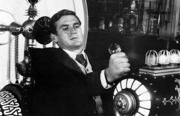 ร็อด เทย์เลอร์ นำแสดงในภาพยนตร์ยุคทศวรรษ 1960 ที่สร้างจากนิยายของเอช.จี. เวลส์ เรื่อง The Time Machine