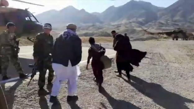 Nooria y sus dos hermanos fueron sacados en un helicóptero militar