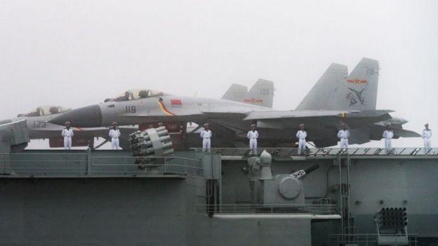 Bombardeiros de caça J-15 no Liaoning