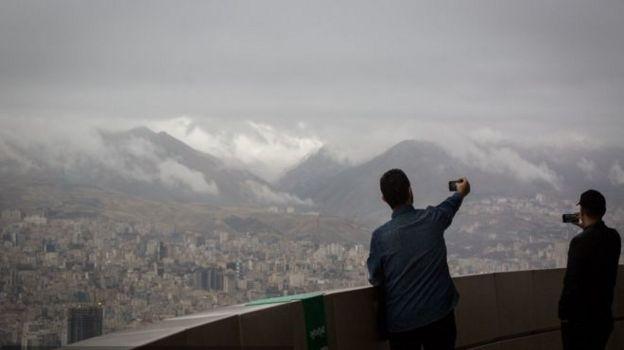 گزارشهای بانک مرکزی و مرکز آمار ایران در رکود در بازار مسکن حکایت دارد