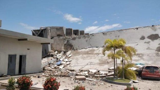 وثمة مخاوف من محاصرة كثيرين تحت أنقاض فندق روا روا في بالو