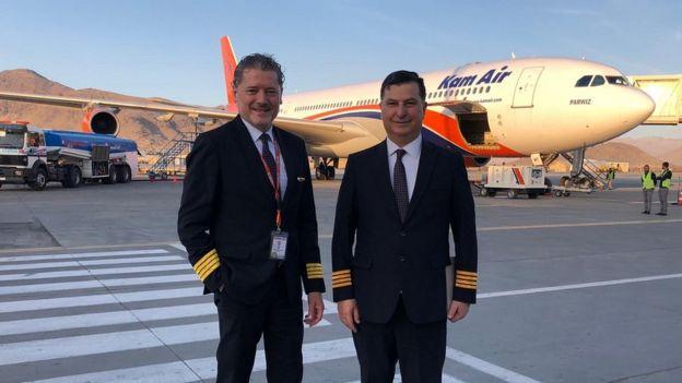 Los pilotos Vasileios Vasileiou y Michael Poulikakos.