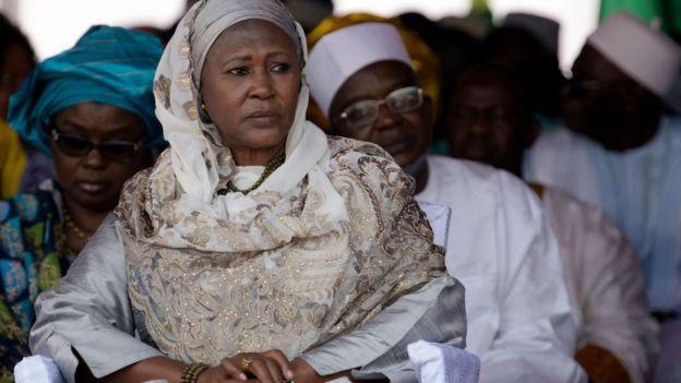 Fatoumata Tambajang, la vice-présidente est limogée et remplacée par Oussainou Darboe.