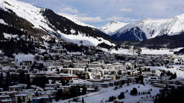 نشست سالانه مجمع جهانی اقتصاد هر سال در میانه زمستان در شهر کوهستانی داووس در سوئیس برگزار میشود