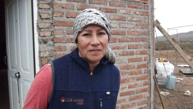 Susana Campo delante de su casa.