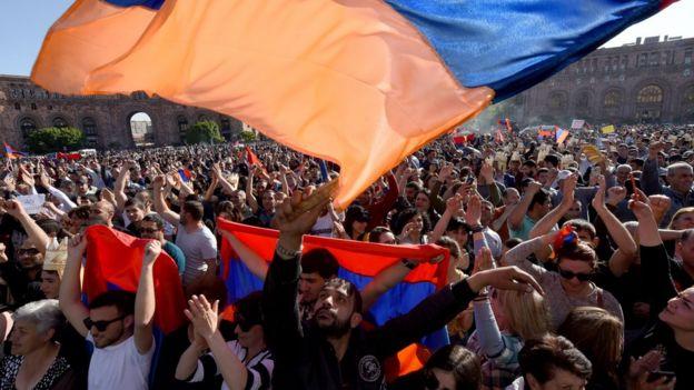 تظاهرات در ارمنستان؛ یک حزب دولت ائتلافی ارمنستان را ترک کرد