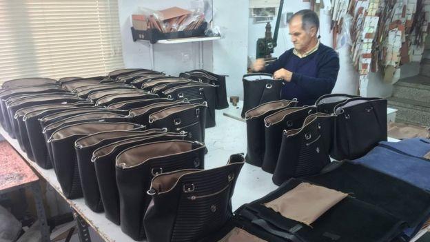 a453ffd84 Ubrique, el pequeño pueblo de España donde se fabrican bolsos de ...