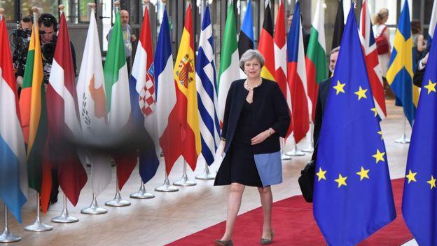 شهروندان اتحادیه اروپا اجازه ادامه اقامت در بریتانیا را خواهند داشت