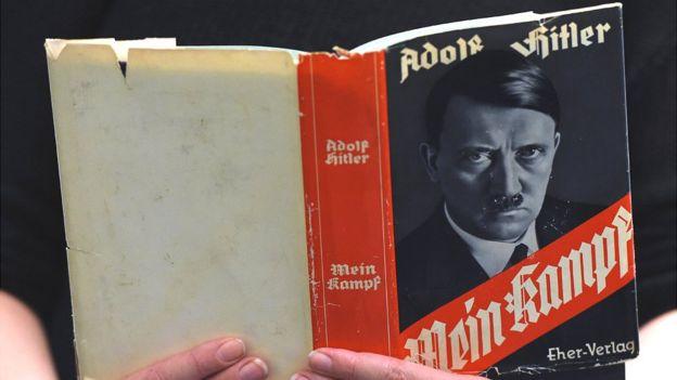 Edição original do livro Mein Kampf, Minha luta, de Adolf Hitler