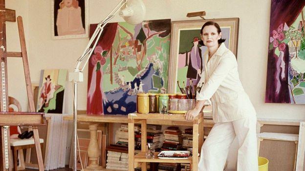 Gloria Vanderbilt en su estudio en 1975.