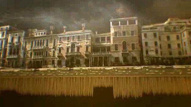Vista de Veneza acima e abaixo do nível da água
