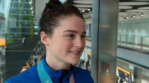 Laura Deas: Y Gymraes gyntaf i ennill medal yng Nghemau Olympaidd y Gaeaf