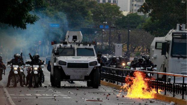 فعالان در ونزوئلا میگویند تاکنون ۱۴ نفر در جریان سرکوب تظاهرات مخالفان مادورو کشته شدهاند
