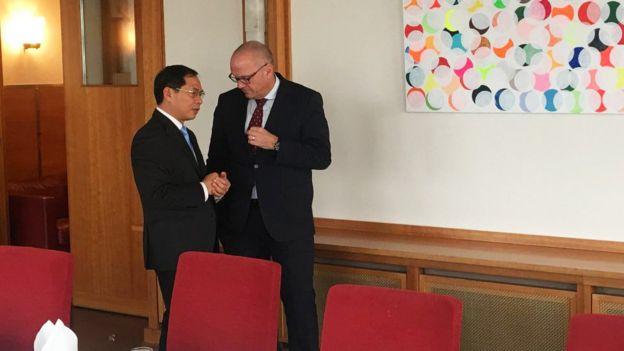 Thứ trưởng Bộ Ngoại giao Việt Nam Bùi Thanh Sơn và Quốc vụ khanh Bộ Ngoại giao Đức Andreas Michaelis trong cuộc gặp ngày 1/11/2018