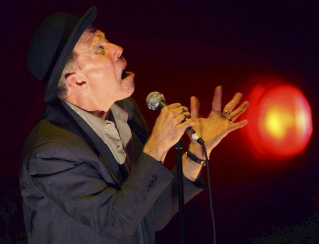 Tom Waits performing in San Sebastian, in his first concert in Spain in 2008