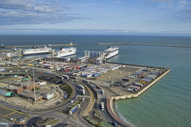 ميناء دوفر بالمملكة المتحدة