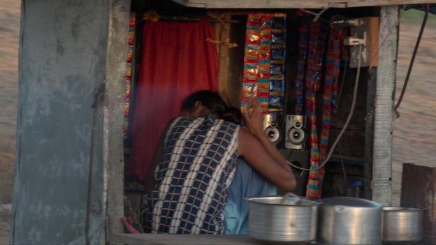 Joven de la comunidad Bacchara en India