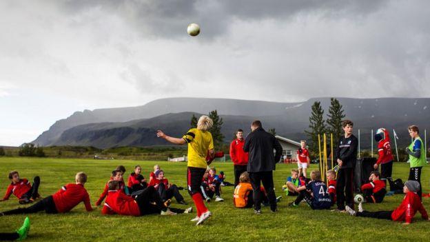 Treino de futebol na Islândia