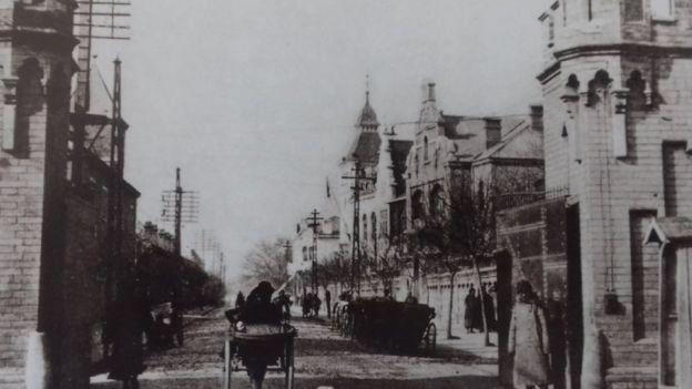 Fotografia antiga de Pequim mostra um bairro que concentrava diplomatas estrangeiros