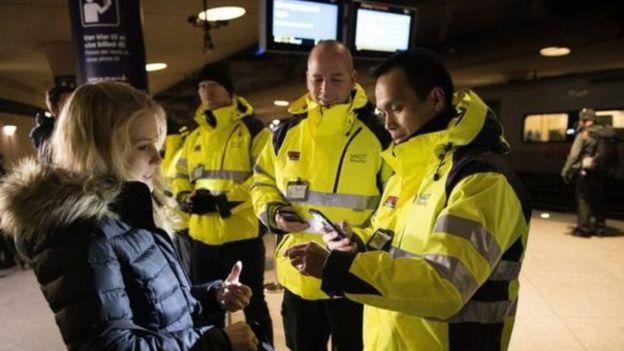 شددت السلطات الدنماركية حراسة حدودها وتدقيق هويات من يشتبه بهم أنهم لاجئون غير شرعيون منذ عام 2015