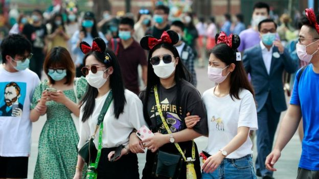 Şanghay'daki Disneyland yeniden ziyaretçilere açıldı